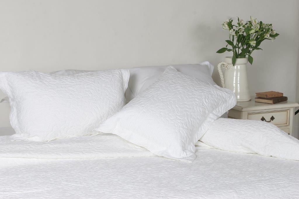 Enrugada Egyptian Cotton Bedspread. 3 Colours White, Silver & Linen